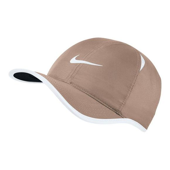 6d51f07a70e4b Nike NikeCourt AeroBill Featherlight Tennis Cap